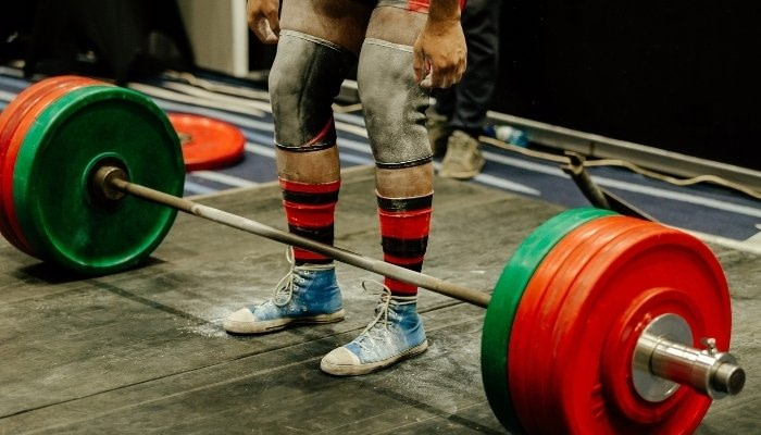 Wearing Knee Sleeves in Weight Lifting Competition